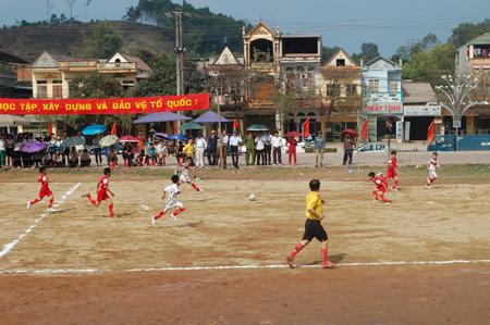 Bóng đá nhi đồng luôn nhận được sự quan tâm của các cấp chính quyền cũng như nhân dân trên địa bàn huyện Yên Bình.