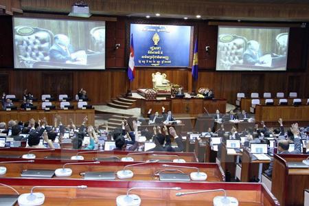 Các nghị sỹ dự một phiên họp tại Phnom Penh.