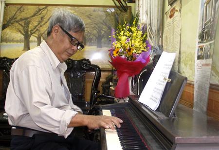 Thầy Vũ Trọng Quý đã có nhiều đóng góp trong xây dựng và phát triển Trường Cao đẳng Văn hóa - Nghệ thuật và Du lịch Yên Bái.