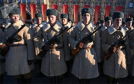 Lễ diễu binh, tái hiện cuộc duyệt binh huyền thoại năm 1941.