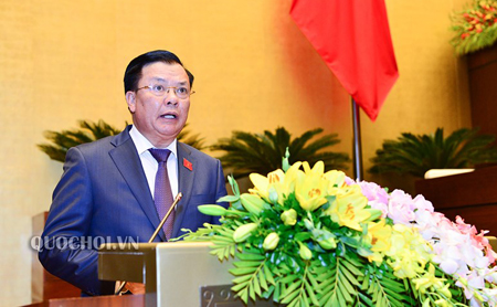 Bộ trưởng Bộ Tài chính Đinh Tiến Dũng trình bày Báo cáo về kết quả thực hiện dự toán NSNN năm 2018.