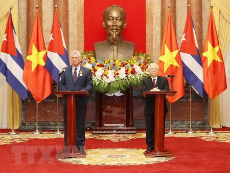 Tổng Bí thư, Chủ tịch nước Nguyễn Phú Trọng và Chủ tịch Hội đồng Nhà nước và Hội đồng Bộ trưởng Cuba Miguel Diaz Canel gặp gỡ báo chí.