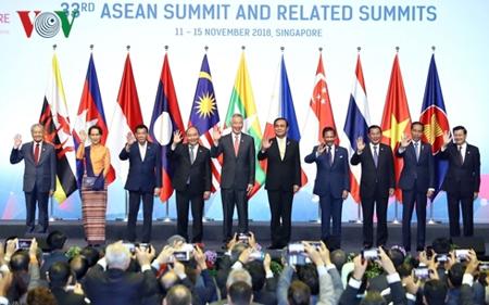 Các Nhà lãnh đạo ASEAN dự Phiên họp toàn thể Hội nghị Cấp cao ASEAN lần thứ 33.