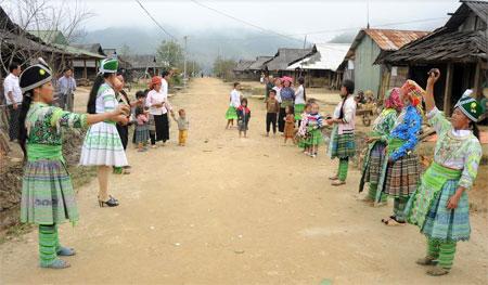 Các hoạt động vui chơi, giải trí giữ gìn bản sắc văn hóa dân tộc được duy trì tổ chức.