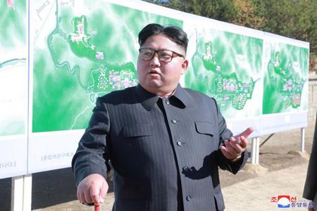 Nhà lãnh đạo Kim Jong-un thị sát một cơ sở xây dựng hồi tháng 10.