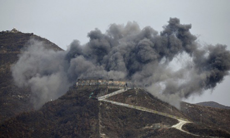 Khói đen bốc lên từ trạm gác tại thị trấn biên giới Cheorwon ngày 14/11