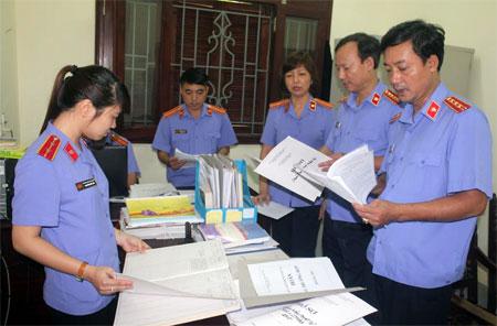 Lãnh đạo VKSND tỉnh kiểm tra công tác cải cách tư pháp tại VKSND huyện Trấn Yên.