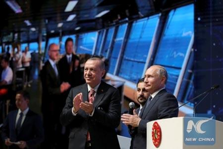 Tổng Nga Putin và Tổng thống Thổ Nhĩ Kỳ Erdogan tại lễ khánh thành.