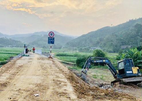 Cầu Làng Lớn, xã An Thịnh, huyện Văn Yên cơ bản hoàn thành và chuẩn bị bàn giao, đưa vào sử dụng.