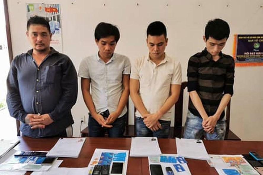 Nhóm đối tượng lừa đảo chiếm đoạt mã OTP ngân hàng bị Công an thành phố Hà Nội bắt giữ.