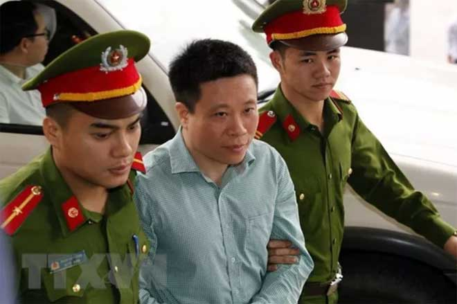 Bị can Hà Văn Thắm (giữa).
