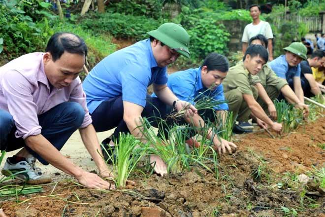 Lãnh đạo huyện Yên Bình tham gia