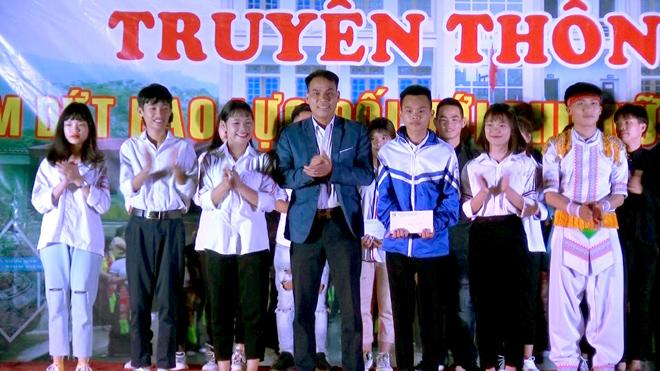 Ban tổ chức trao giải nhất