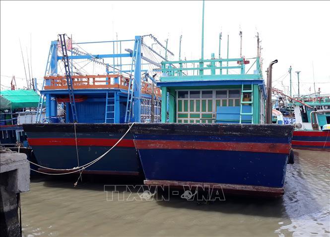 """""""Tàu 67"""" của ngư dân xã Phước Diêm, huyện Thuận Nam, Ninh Thuận phải nằm bờ dài ngày vì hoạt động thua lỗ."""