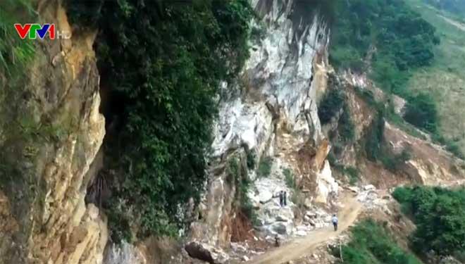Tình trạng khai thác đá cảnh trái phép tại xã Suối Giàng ra trên quy mô rộng.