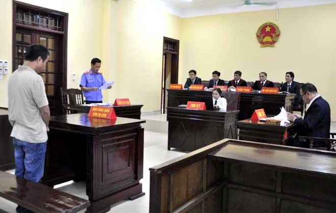 Hội thẩm nhân dân tỉnh tham gia phiên tòa xét xử sơ thẩm một vụ án hình sự.