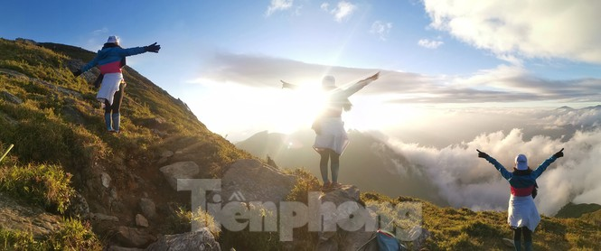 Tà Chì Nhù được mệnh danh là thiên đường 'săn mây, bắt gió' lý tưởng. Vì lẽ đó, đây cũng là một trong những điểm dừng chân không thể thiếu của những bạn yêu thích sự chinh phục.