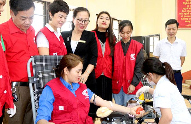 Những đơn vị máu thu được sẽ chuyển tới Bệnh viện Đa khoa tỉnh Yên Bái để cấp cứu các bệnh nhân có nhu cầu về máu.