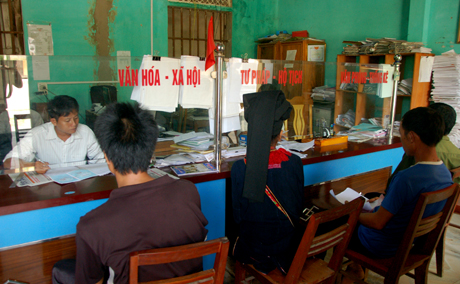 UBND tỉnh đã tích cực chỉ đạo các cơ quan thẩm định đề án của 20 đơn vị trong toàn tỉnh, qua đó đã xác định tổng số vị trí việc làm trong các cơ quan, tổ chức hành chính là 2.329 vị trí. Ảnh Minh Quang