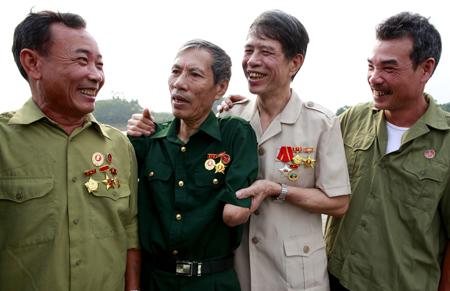 Các cựu chiến binh phường Hồng Hà, thành phố Yên Bái ôn lại truyền thống.