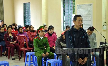 Bị cáo Lương Văn Minh trước vành móng ngựa.