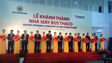 Cắt băng khánh thành nhà máy xe bus lớn nhất Đông Nam Á