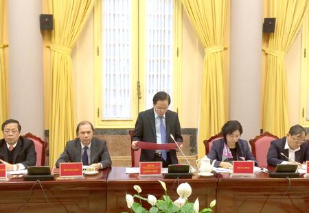 Phó Chủ nhiệm Thường trực Văn phòng Chủ tịch nước Giang Sơn đã công bố Lệnh của Chủ tịch nước đối với 6 luật.
