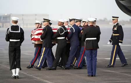 Tang lễ theo cấp quốc gia với 21 phát súng đại bác tiễn biệt cố Tổng thống Mỹ George H.W.Bush.