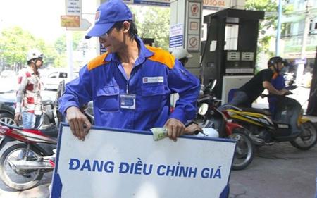 Giá xăng dầu tiếp tục giảm mạnh từ 15h00 chiều 6/12.