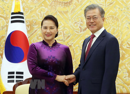 Chủ tịch Quốc hội Nguyễn Thị Kim hội kiến Tổng thống Hàn Quốc Moon Jae-in.