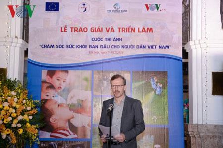 Ông Koen Duchateau – Tham tán, Trưởng ban Hợp tác Phát triển, Phái đoàn Liên minh Châu Âu tại Việt Nam phát biểu tại Lễ trao giải.