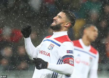 Nabil Fekir đưa Lyon vào vòng 1/8.