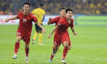 Huy Hùng (số 29) và Đức Huy (số 15) là hai cầu thủ gần nhất ghi tên lên bảng điểm cho Việt Nam.