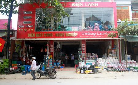 Các cửa hàng, siêu thị được đầu tư ở thị trấn Yên Thế đáp ứng nhu cầu mua sắm của người dân.