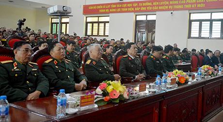 Các đại biểu đã cùng nhau ôn lại những kỷ niệm hào hùng của sự nghiệp đấu tranh, bảo vệ và xây dựng đất nước qua các thời kỳ.