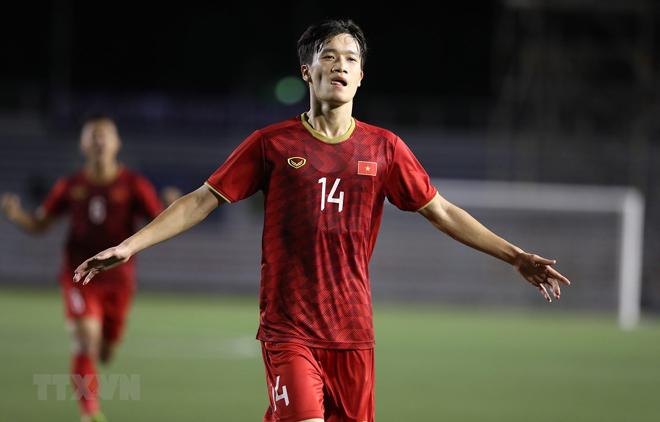 Tiền vệ Hoàng Đức (14) ăn mừng sau khi ghi bàn nâng tỷ số lên 2-1 cho U22 Việt Nam.