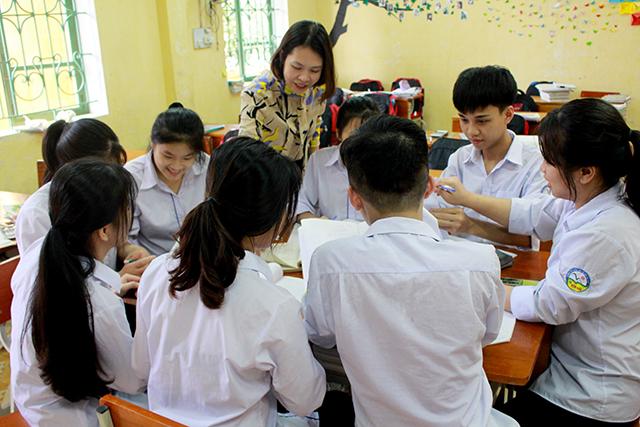 Một buổi ôn luyện bồi dưỡng học sinh giỏi của cô và trò Trường Phổ thông Dân tộc nội trú Trung học phổ thông tỉnh.