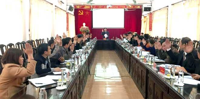 100% Ủy viên Ban Chấp hành Đảng bộ huyện có mặt bỏ phiếu nhất trí bầu bổ sung 2 ủy viên Ban thường vụ Huyện ủy.
