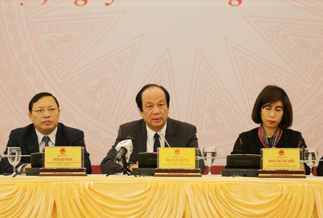 Bộ trưởng, Chủ nhiệm Văn phòng Chính phủ Mai Tiến Dũng chủ trì họp báo.