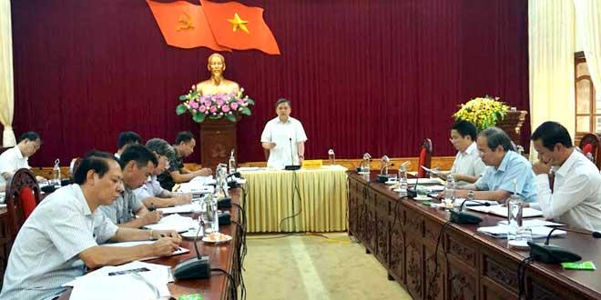 Đồng chí Dương Văn Thống - Phó Bí thư Thường trực Tỉnh ủy, Trưởng đoàn đại biểu Quốc hội tỉnh phát biểu tại Hội nghị công tác tổ chức xây dựng Đảng 9 tháng năm 2019.