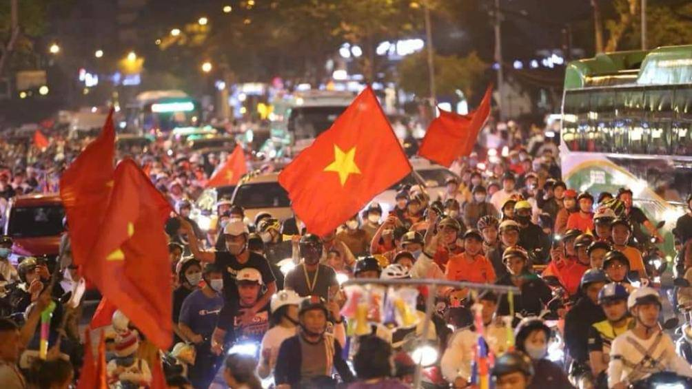 Phó Thủ tướng Chính phủ Trương Hòa Bình, Chủ tịch Ủy ban ATGT Quốc gia yêu cầu xử lý nghiêm những đối tượng có hành vi cố tình vi phạm, ăn mừng quá khích sau trận chung kết giữa U22 Việt Nam và U22 Indonesia