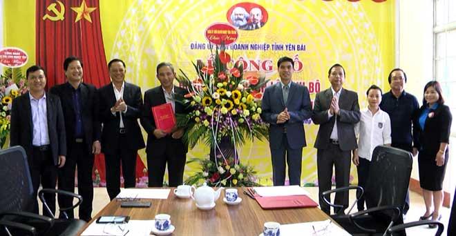 Lễ ra mắt Chi bộ Công ty cổ phần Sứ cách điện Việt Nam.