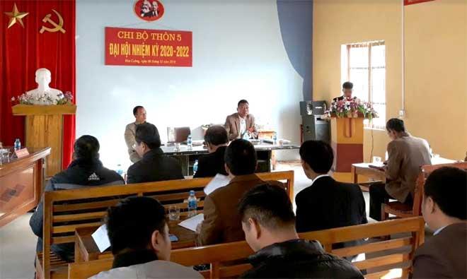 Quang cảnh Đại hội chi bộ thôn 5, xã Hòa Cuông.