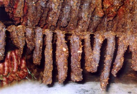 Thịt trâu khô sấy trên gác bếp.