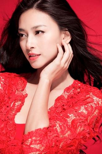 """Hôm qua 10/1, trang web World Actuality công bố danh sách 50 """"Người phụ nữ  xinh đẹp nhất 2013"""". Nữ diễn viên Việt Nam Ngô Thanh Vân được vinh danh ở  vị trí ..."""