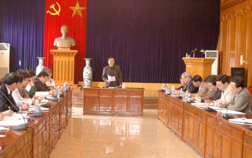 Đồng chí Chủ tịch UBND tỉnh Phạm Duy Cường phát biểu kết luận buổi làm việc