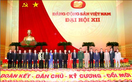 Đoàn đại biểu tỉnh Yên Bái chụp ảnh lưu niệm với các đồng chí lãnh đạo Đảng và Nhà nước tại Đại hội Đảng lần thứ XII.