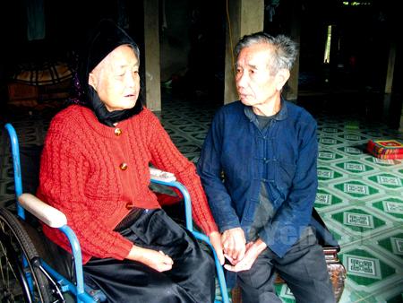 Ông Lò Văn Khiêm và bà Lò Thị Ương hạnh phúc bên nhau.