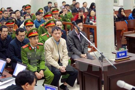 Bị cáo Trịnh Xuân Thanh và đồng phạm tại phiên tòa chiều 15/1/2018.