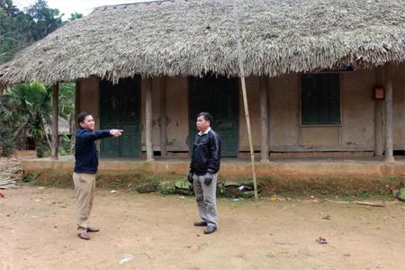 Lãnh đạo xã Quang Minh khảo sát, quy hoạch nhà văn hóa thôn.